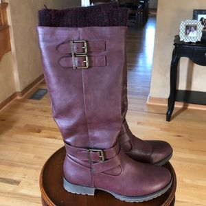 Maroon boots with knit cuff size 7.5